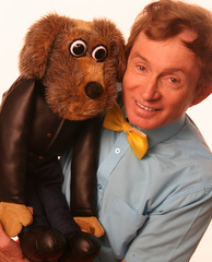 childrens magician with puppet